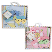 Baby Gift Set 4 Piece With Wooden Hanger