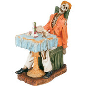 Figurine- Waiting For The Perfect Dinner